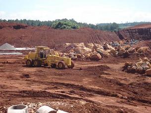 Công trường khai thác bô xít Tây nguyên. Ảnh: greennews