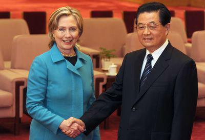 Ngoại trưởng HK, H. Clinton và Chủ tịch Trung Quốc, Hồ Cẩm Đào gặp nhau tại Bắc Kinh ngày 25 tháng 5 năm 2010. Ảnh: Frederic J. Brown/AFP