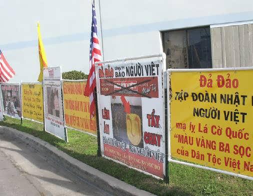 Áp phích của một lần biểu tình chống báo Người Việt