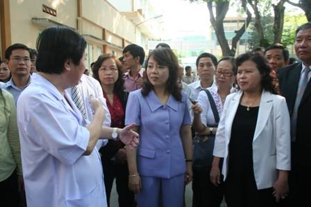 Quay trở lại thị sát sau hơn 1 năm, Bộ trưởng Y tế tiếp tục nghe và thấy...