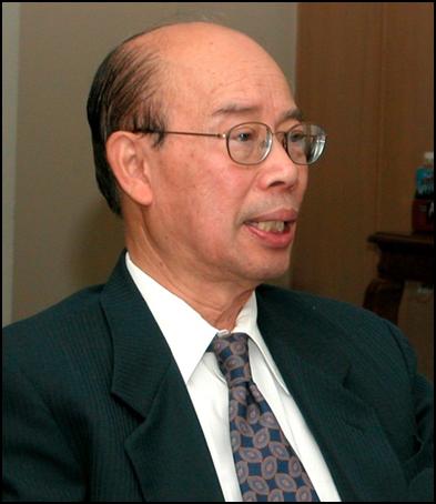 Hình (NQK): LS Nguyễn Hữu Thống, chủ tịch Ủy Ban Luật Gia Bảo Vệ Dân Quyền, cựu dân biểu Quốc Hội VNCH.