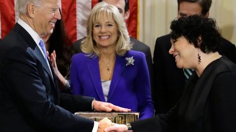 Joseph Biden tuyên thệ nhậm chức phó Tổng thống  lần 2. Ảnh AP