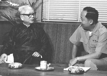 Quốc trưởng Phan khắc Sửu và đại tướng Nguyễn Khánh