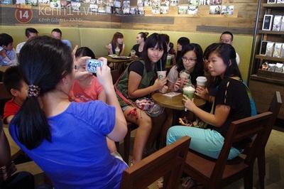 chum-anh-cafe-sang-chanh-xep-hang-dai-de-cho-duoc-check-in02