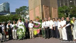 Đoàn tưởng niệm ngày 17/2 trước tượng Trần Hưng Đạo ở Sài Gòn