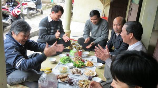Từ trái sang: thày giáo Đỗ Việt Khoa, Phạm Văn Trội, Nguyễn Văn Đài, Nguyễn Kim, nhà văn blogger Nguyễn Tường Thụy,
