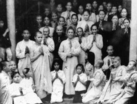 Ông Phan Văn Thu (có dấu x) chụp chung với các người trong đạo tại Phú Yên năm 1969. Ảnh: RFA