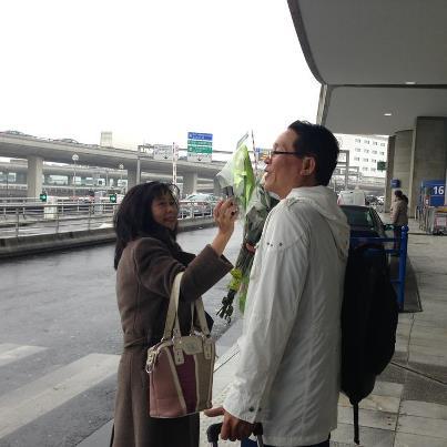 Tặng hoa cho blogger Huỳnh Ngọc Chênh