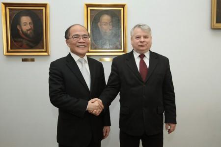 Chủ tịch thượng viện Ba Lan Bogdan Burosewicz tiếp chủ tịch QH Việt Nam