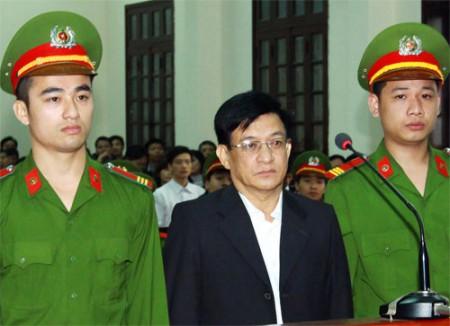 Sau vụ phá nhà của anh em ông Vươn, 50 cựu quan chức tại Tiên Lãng bị kỷ luật. Người từng đứng đầu huyện hôm nay bị xét xử về tội Thiếu trách nhiệm gây hậu quả nghiêm trọng. Ảnh: TTXVN