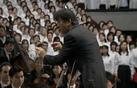 """10.000 nhạc công biểu diễn """"Ode to Joy"""" ở Osaka. Ảnh consciouslifenews.com"""
