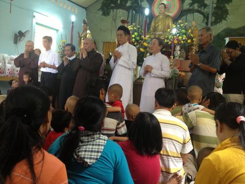 Các vị chức sắc Tôn giáo cùng cầu nguyện