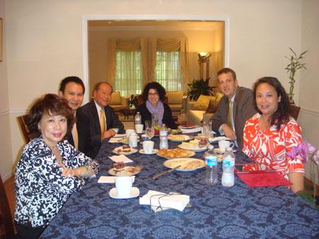 Cà phê mạn đàm với các thành viên của Tập Hợp Vì Nền Dân Chủ