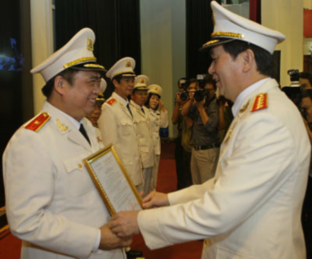 Trần Đại Quang trao quyết định thăng hàm Thiếu tướng cho Đỗ Hữu Ca  (5)