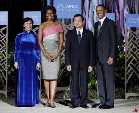 truong-tan-sang-mai-thi-hanh-barack-obama-michelle-obama-2011-11-13 (500x408)