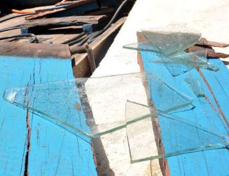 Tầu cá Việt Nam bị đập nát, ngư dân bị đánh. Ảnh Vnexpress