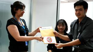 Các blogger Việt Nam cũng đã có mặt tại Bangkok để trao Tuyên bố 258 đến các tổ chức quốc tế