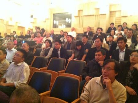 Gần 100 người tới dự buổi tọa đàm của TS Nguyễn Nhã tại Praha 25/8