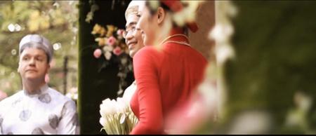 Michael Sestak (trái) dự lễ cưới của vợ chồng Võ Tăng Bình (phải) - Ảnh: VietWeek
