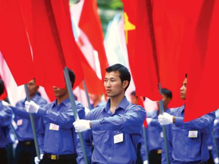 """Máu ấy đỏ chung trên lá cờ của chúng ta, phấp phới như một mảnh hồn chung"""". Ảnh: Trần Việt Đức"""