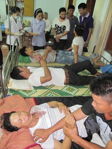Những giáo dân bị thương. Ảnh Giáo phận Vinh