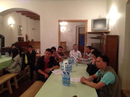 Và khoảng 20 người tới dự buổi ngày hôm sau ở Plzen