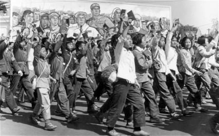 Các nhóm Hồng vệ binh Trung Quốc xuống đường trong Cách mạng Văn hóa - Ảnh: AFP