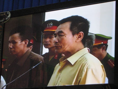 Ông Nguyễn Xuân Nghĩa trước tòa
