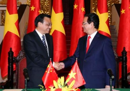 Thủ tướng Nguyễn Tấn Dũng và Thủ tướng Trung Quốc Lý Khắc Cường gặp gỡ báo chí sau hội đàm. Ảnh: TTXVN