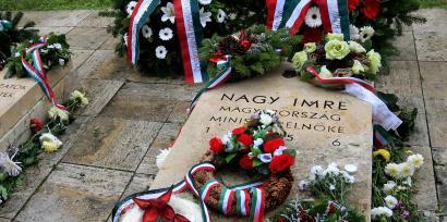 Mộ của cố Thủ tướng Hungary Imre Nagy tại nghĩa trang Budapest (ảnh chụp 23/10/2011) REUTERS