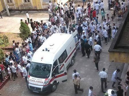 Bệnh viện ở Phú Thọ đang tiếp nhận các nạn nhân. Ảnh do độc giả cung cấp.