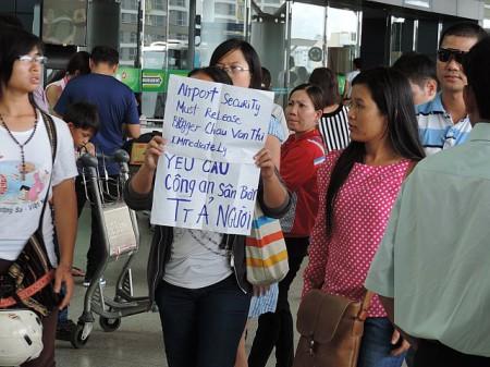 Cuộc biểu tình mini ở sân bay Tân Sơn Nhất