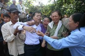 """Ông Nguyễn Thanh Chấn trở về sau 10 năm bị tù oan vì tội """"giết người""""."""