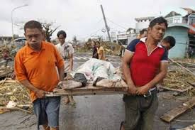Bão Haiyan tàn phá Philippines. Ảnh Lao Động