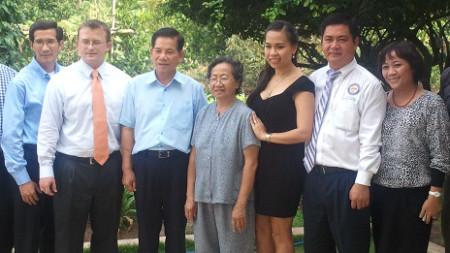 Ông Hoàng Duy Hùng (thứ hai, phải sang) trong lần thăm nhà riêng Chủ tịch Triết