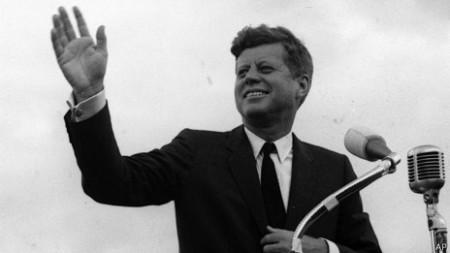 Tổng thống Hoa Kỳ John F. Kennedy cũng bị ám sát trong tháng 11 năm 1963