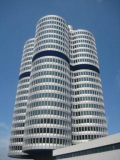 Khu Tower lo về giấy tờ buôn bán