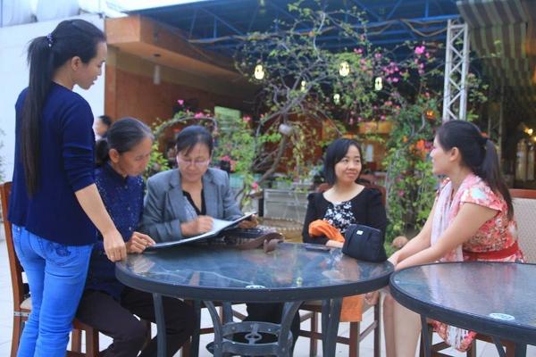 """Các vận động viên và thành viên của nhóm """"Phụ Nữ Nhân Quyền Việt Nam"""". Nguồn: vnwhr.net"""