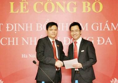 Ủy viên HĐQT VietinBank Phạm Huy Thông trao quyết định bổ nhiệm Giám đốc Chi nhánh Đống Đa cho ông Nguyễn Như Dương.