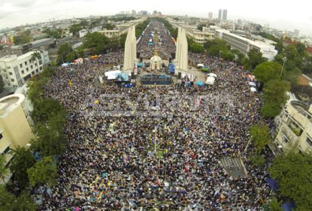 Biểu tình ngày 9.12.2013 tại trung tâm Bangkok với khoảng 1,5 triệu người tam gia