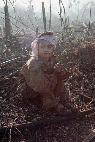 12/8/1967- Bù Đốp, miền Nam Việt Nam Tù binh Việt Cộng 15 tuổi… Ảnh và chú thích:chauxuannguyen.org