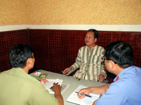 Thầy giáo Đinh Đăng Định khi bị bắt