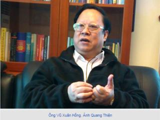 Câu Tiễn mặc áo gai, làm sao bóng bảy, tóc tai mượt mà, mày râu nhẵn nhụi như đại sứ Nguyễn Văn Thơ.