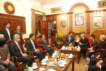 Ông Husen thăm nhà thủ trưởng cũ Lê Khả Phiêu