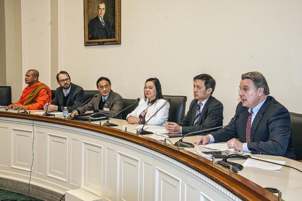 Hình (NQK): Họp báo tại Quốc Hội Hoa Kỳ vào ngày 16-1-2014. Ông Trần Tử Thanh ngồi ghế thứ ba từ bên trái.