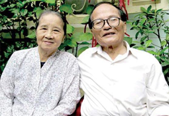 Nhà thơ Giang Nam và bà Phạm Thị Chiều - Ảnh: Trần Đăng