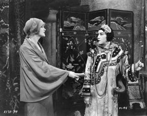 Bà Hoàng THị Thế từng đóng phim  La Donna Bianca (1930)và Le secret de l Emeraude (1935)