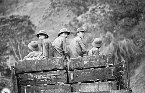 Hàng vạn thanh niên Việt Nam mới 18, đôi mươi đã nằm lại nơi biên giới phía Bắc trong cuộc chiến bất ngờ chống lại quân xâm lược Trung Quốc. Ảnh tư liệu.