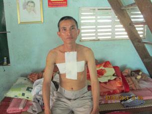 ông Tuấn trong lần bị hành hung gần đây