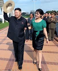 Kim Jong Un và vợ. Ảnh www.dailymail.co.uk